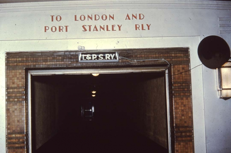 Tunnel entrance to L&PS station London