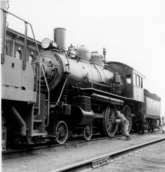 Empire State Express 999 with worker in St. Thomas 1950's